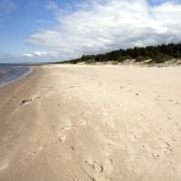 Strand bei Mikeltornis, Lettland